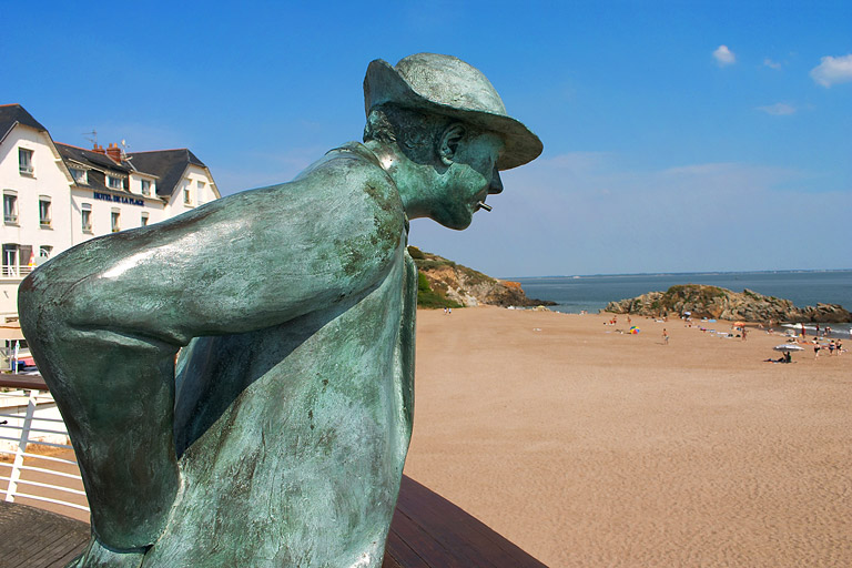 Hulot's statue on his beach